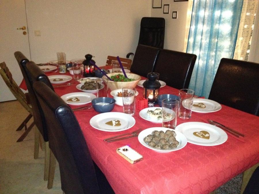 julmiddag 2012 med vänner.jpg