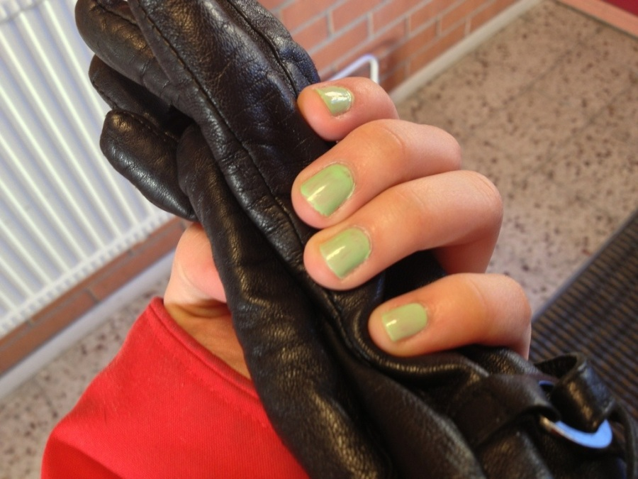 isadora Wonder nail spring 2013.jpg